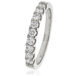Attractive and very sparkling diamond ring